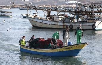 İsrail Gazzeli balıkçıların avlanma mesafesini düşürdü