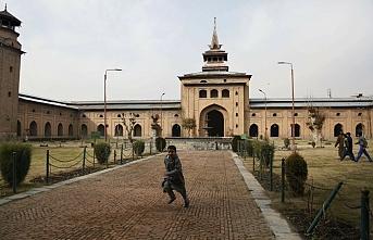 Keşmir'de ibadethaneler yeniden açıldı