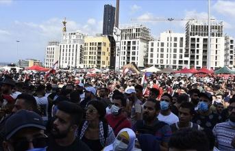 Lübnanlılar Beyrut Limanı'ndaki patlamadan sorumlu tuttukları yetkilileri protesto etti