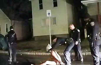 Siyahi Amerikalı Prude'yi tutuklarken boğan polisler açığa alındı