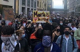 Almanya'da binlerce kişi sığınmacıların ülkeye getirilmesi için sokağa çıktı