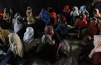 Bangladeş'te ailelerine kavuşmak isteyen Arakanlı kadınlar açlık grevinde