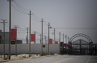 Çin, Sincan'daki 'mesleki eğitim merkezlerini' savunuyor