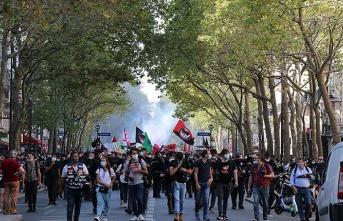 Fransa'da Macron ve hükümet protesto edildi