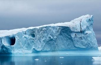 Grönland'da büyük bir buzul daha parçalandı
