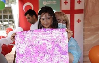 Gürcistan'da çocuklara ebru sanatı tanıtıldı