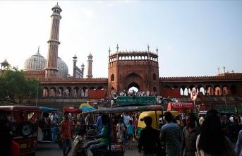 Hindistan'da bugün açılan Meclis'te en az 25 milletvekilinde Kovid-19'a rastlandı