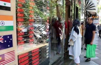 İran'da döviz rekor kırdı