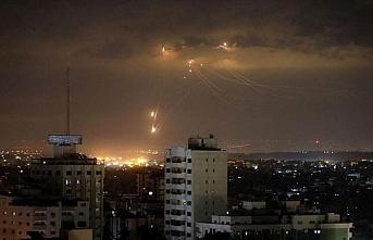 İsrail, Gazze'de Hamas'a ait  10 noktayı vurdu