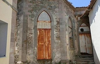 Limni Adası'ndaki Niyazi Mısri'nin türbesi yıktırılıp üzerine apartman inşa edilmiş