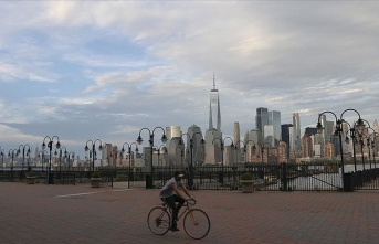 New York'ta okulların açılması yine ertelendi