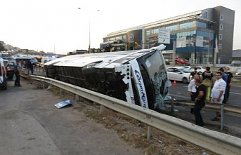 Pendik'te yolcu otobüsü devrildi, 11 kişi yaralandı