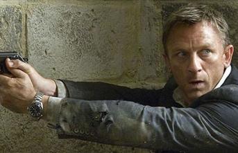 Polis James Bond'un çalınan silahlarını bulabilmek için halktan yardım istedi