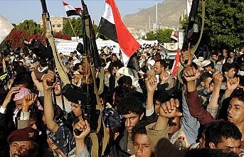 Yemen'de kamu hizmeti eksikliği protesto edildi