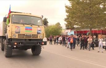 Azerbaycanlılar, 'Karabağ bizimdir' sloganları ile sevinç gösterilerinde bulunuyorlar