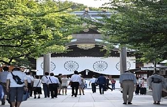 Başbakanlıktan istifa eden Abe'den tartışmalı tapınağa ziyaret