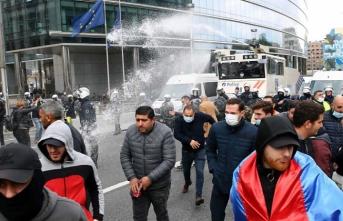 Brüksel'de gösteri yapan Ermenilere tazyikli su sıkıldı