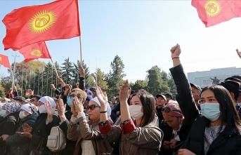 Caparov Cumhurbaşkanı Ceenbekov'un istifasını talep etti