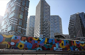 İBB'nin yol kenarlarına 'dikey bahçe yerine grafiti' çalışması tartışma yarattı