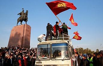 Kırgızistan'da meclisin feshi istendi
