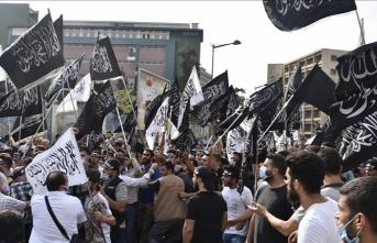 Lübnan'da Fransa'ya protesto