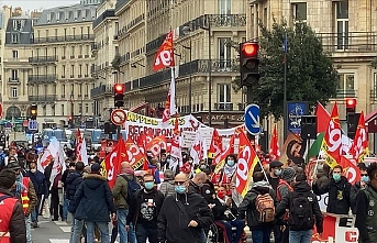 Macron hükümeti protesto edildi