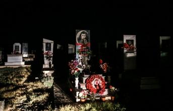Mezarlıkta vurulan Azerbaycanlı siviller gözyaşları içinde toprağa verildi