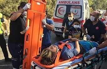 Tarım işçilerini taşıyan midibüs devrildi: 1 ölü, 34 yaralı