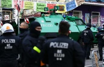 Almanya'da polislere ve itfaiyecilere operasyon!