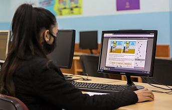 Batman'da 75 kız öğrenciye tablet ve bilgisayar dağıtıldı