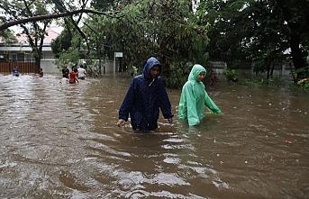 Endonezya'da sel felaketi, binlerce ev su altında kaldı