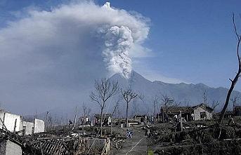Endonezya'da yanardağ patlaması, alarma verildi
