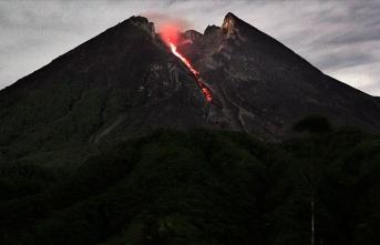 Endonezya'da yanardağ tehlikesine karşı 500'den fazla kişi tahliye edildi