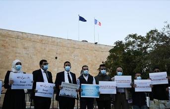 Filistinliler Batı Kudüs'te Fransa ve Macron'u protesto etti