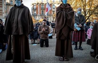 Fransa'da Danıştay, Kovid-19 önlemlerine itiraz eden kiliseleri haklı buldu