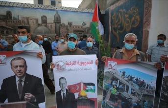 Gazze'de Türkiye'ye dayanışma gösterisi düzenlendi