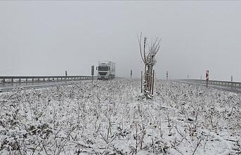 Hava buz kesti: Mevsimin ilk karı düştü
