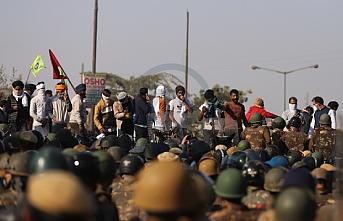 Hindistan'da çiftçiler ayaklandı