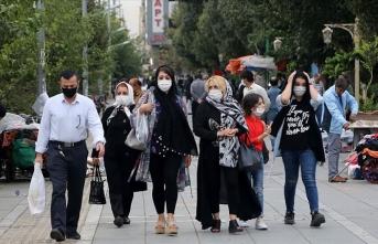İran'da Ruhani'ye karantina çağrısı