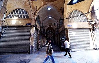 İran'da dükkanların açılması ve bazı şehirlere giriş çıkış  yasaklandı