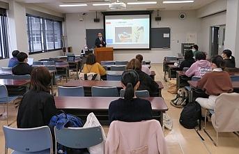 Japonya'da üniversite öğrencilerine ezan semineri verildi