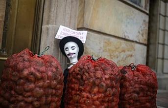 Kolombiya'da bir yanda patates protestosu bir yanda fuar
