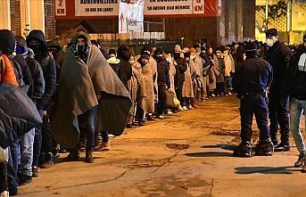 Paris'te  düzensiz göçmenlerin kaldığı kamp tahliye edildi