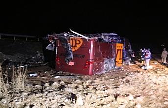 Şanlıurfa'da yolcu otobüsü devrildi