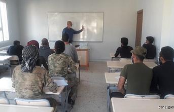 Tel Abyad ve Rasulayn'daki kamu çalışanlarına Türkçe dil kursu