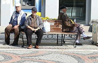 Uşak'ta çalışmayan 65 yaş üstüne kısıtlı sokağa çıkma yasağı