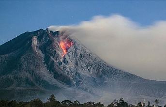 Endonezya'da yanardağ patladı