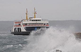 Gökçeada ve Bozcaada feribot seferlerine fırtına engeli