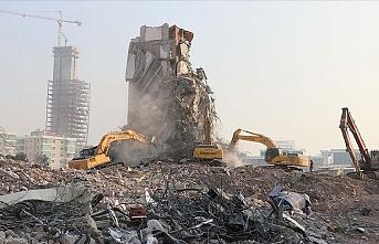 İzmir'de 67 bina yıkıldı