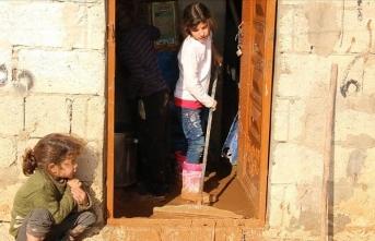 Afrin'de mülteciler zorlu kış şartlarıyla savaşıyor